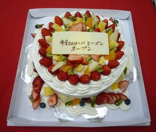 8号生クリームフルーツと生クリーム増量デコレーションケーキです。
